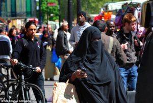 crowded-britain-muslims-in-tower-hamlets-2